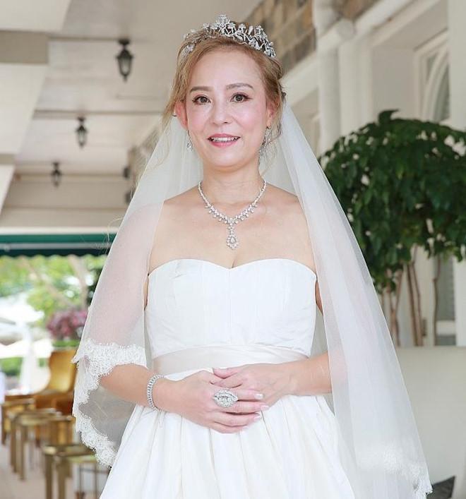 Tình duyên ly kỳ của Tiểu Long Nữ gốc Việt: Tuổi U60 vẫn được làm dâu nhà tỷ phú khét tiếng Hong Kong-8