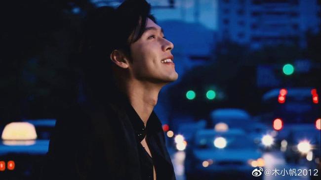 Loạt ảnh tuổi 23 của Hyun Bin gây sốt vì sở hữu combo gây sát thương: Góc nghiêng cực phẩm lại thêm má lúm đồng tiền-2