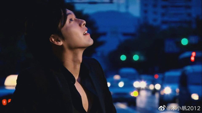 Loạt ảnh tuổi 23 của Hyun Bin gây sốt vì sở hữu combo gây sát thương: Góc nghiêng cực phẩm lại thêm má lúm đồng tiền-3