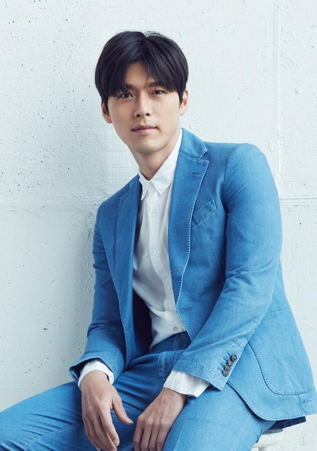 Loạt ảnh tuổi 23 của Hyun Bin gây sốt vì sở hữu combo gây sát thương: Góc nghiêng cực phẩm lại thêm má lúm đồng tiền-5