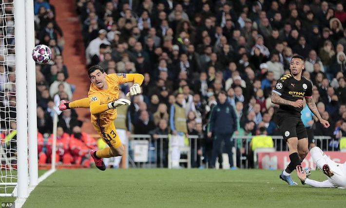Ronaldo bần thần vì bại trận; Man City ngược dòng nhấn chìm Real Madrid-2