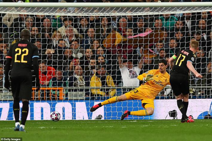 Ronaldo bần thần vì bại trận; Man City ngược dòng nhấn chìm Real Madrid-3