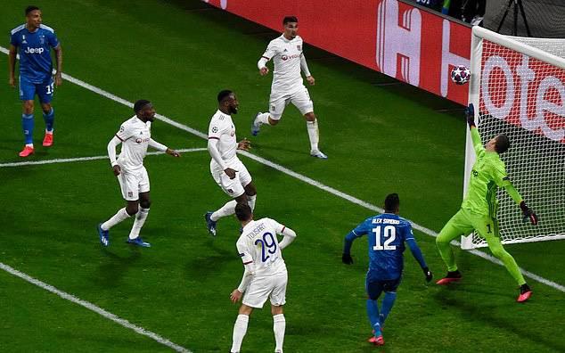 Ronaldo bần thần vì bại trận; Man City ngược dòng nhấn chìm Real Madrid-5