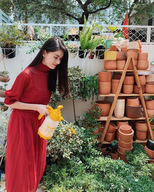Á hậu Thùy Dung có bao ý tưởng diện váy đẹp xinh và thanh lịch thế này, chị em không tham khảo thì quá phí-10