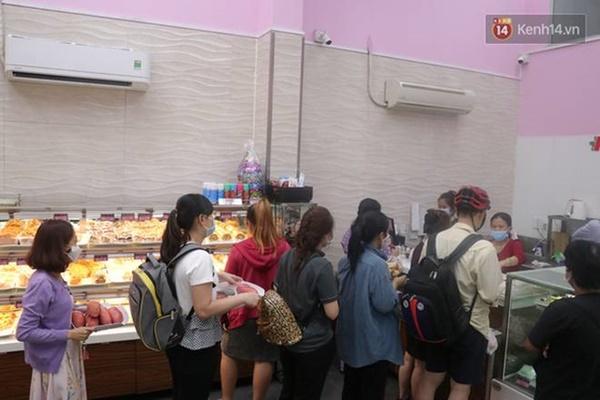 Báo Mỹ hết lời khen ngợi bánh mì thanh long của Việt Nam, phóng viên tìm đến tận nơi để trải nghiệm cảnh xếp hàng mua bánh-1