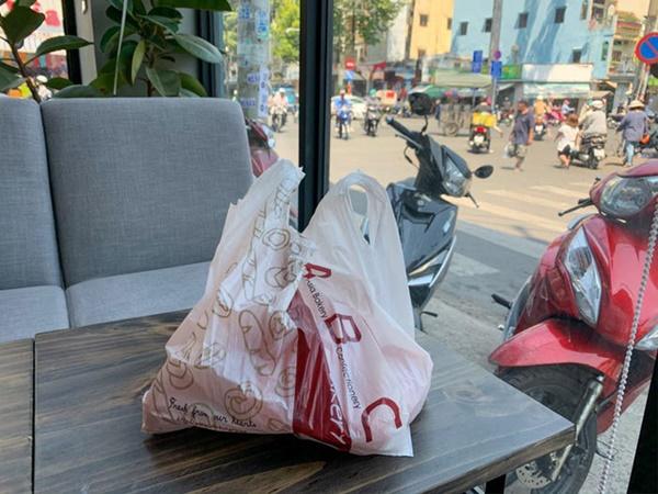 Báo Mỹ hết lời khen ngợi bánh mì thanh long của Việt Nam, phóng viên tìm đến tận nơi để trải nghiệm cảnh xếp hàng mua bánh-9