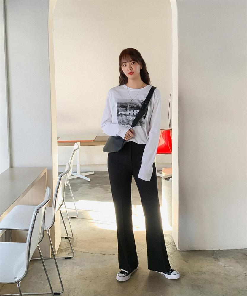 Phát chán khi diện mãi quần jeans, đây là 4 mẫu quần chị em nên tích cực mặc để chỉ sành điệu hơn chứ không kém-5