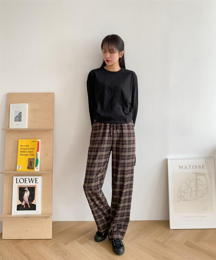 Phát chán khi diện mãi quần jeans, đây là 4 mẫu quần chị em nên tích cực mặc để chỉ sành điệu hơn chứ không kém-9