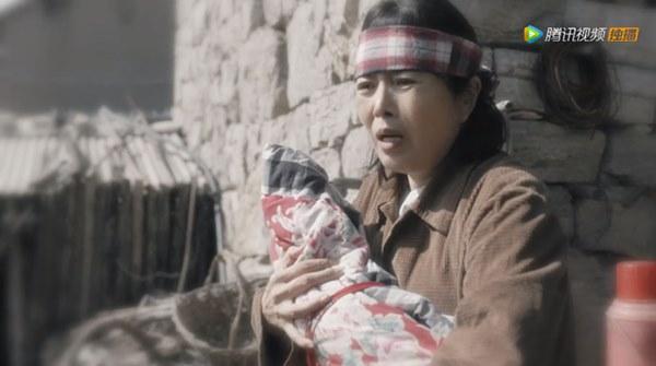 Nữ nhân bán nhà: Tôn Lệ đóng chung phim với em gái cùng cha khác mẹ, hé lộ gia thế bất hạnh của nữ hoàng rating-3