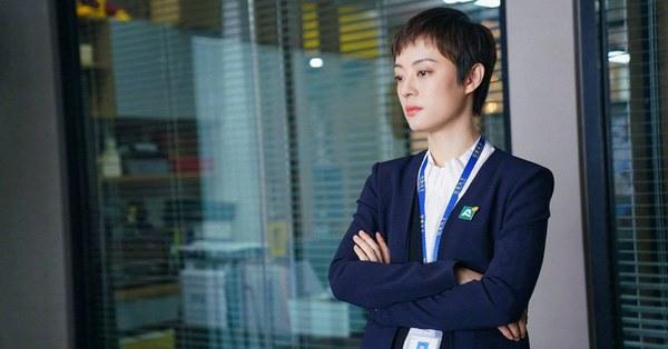 Nữ nhân bán nhà: Tôn Lệ đóng chung phim với em gái cùng cha khác mẹ, hé lộ gia thế bất hạnh của nữ hoàng rating-5