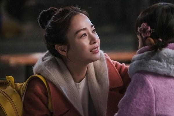 Hi Bye, Mama: Giàu nứt vách như Kim Tae Hee nhưng chỉ có một bộ trang phục để mặc đóng phim, vì sao thế này?-1