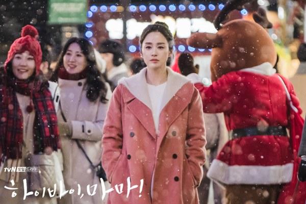 Hi Bye, Mama: Giàu nứt vách như Kim Tae Hee nhưng chỉ có một bộ trang phục để mặc đóng phim, vì sao thế này?-3