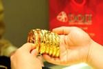 Giá vàng hôm nay 28/2: Đà tăng lên 1.800 USD/ounce