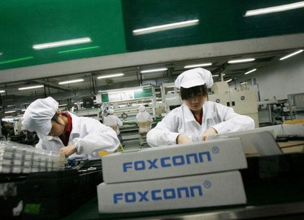 Trung Quốc: Nhà máy iPhone lớn nhất thế giới cũng chuyển sang làm khẩu trang vì bệnh dịch bùng phát-1