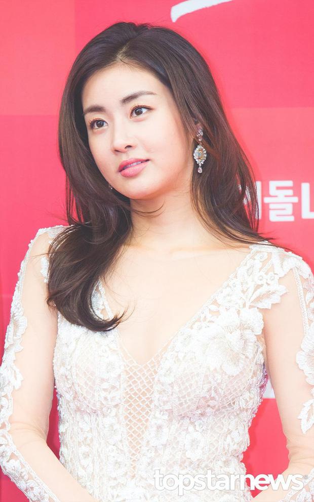 Những bóng hồng bước qua cuộc đời Hyun Bin: Nhan sắc tới tài sản chênh lệch quá lớn, diễn viên vô danh lại viên mãn nhất-11