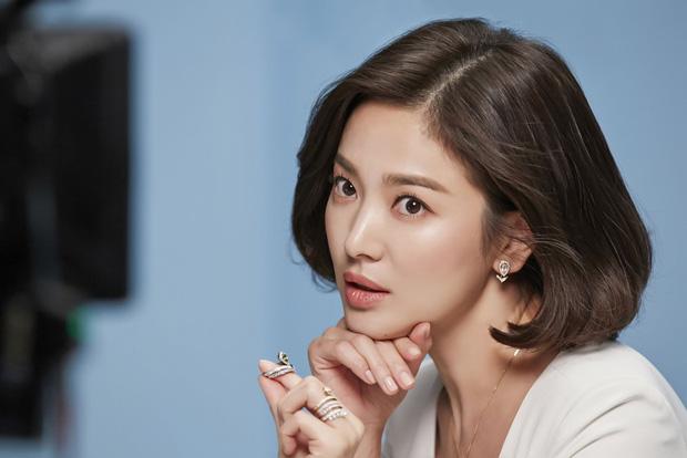 Những bóng hồng bước qua cuộc đời Hyun Bin: Nhan sắc tới tài sản chênh lệch quá lớn, diễn viên vô danh lại viên mãn nhất-9