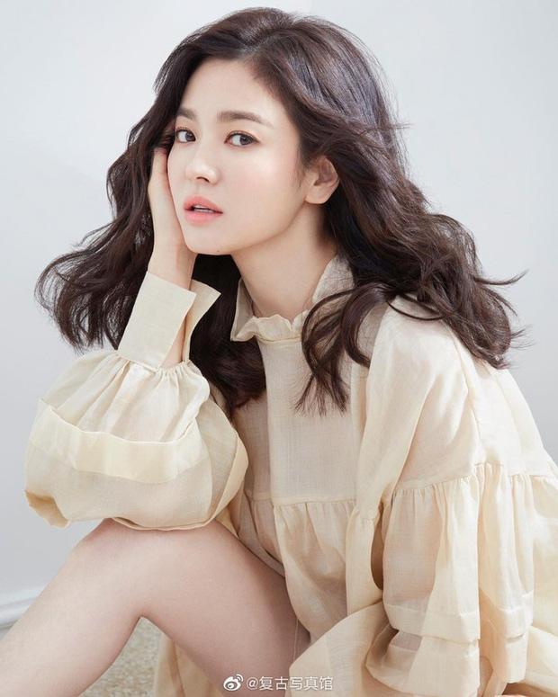 Những bóng hồng bước qua cuộc đời Hyun Bin: Nhan sắc tới tài sản chênh lệch quá lớn, diễn viên vô danh lại viên mãn nhất-33