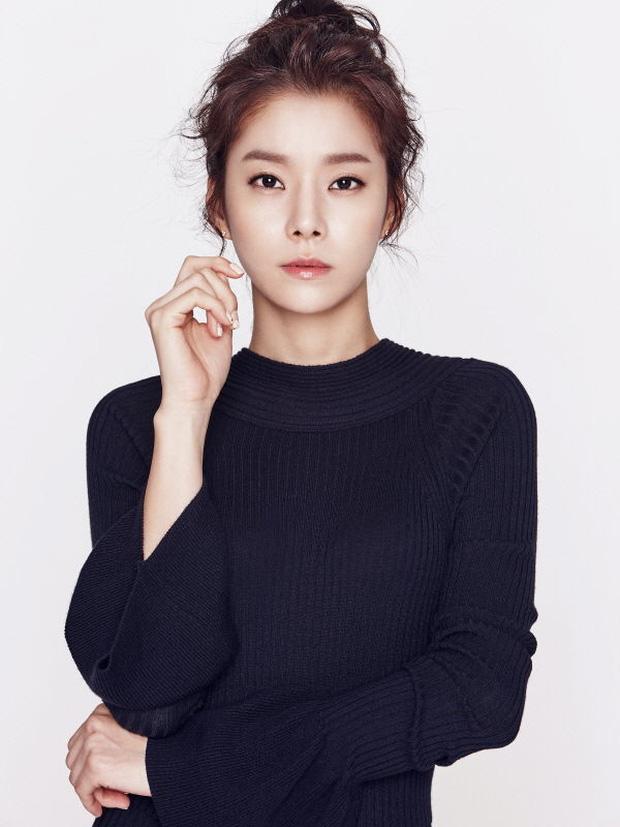 Những bóng hồng bước qua cuộc đời Hyun Bin: Nhan sắc tới tài sản chênh lệch quá lớn, diễn viên vô danh lại viên mãn nhất-37