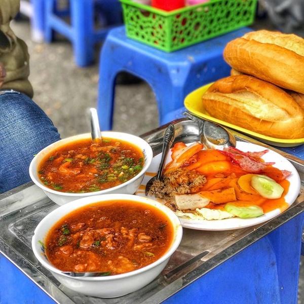 7 địa chỉ bánh mì nổi tiếng cực hút khách nhất định phải ghé khi đến Hà Nội-4