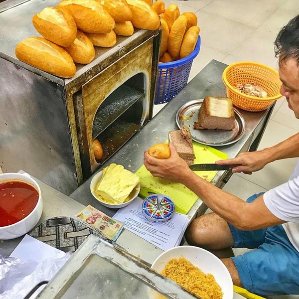 7 địa chỉ bánh mì nổi tiếng cực hút khách nhất định phải ghé khi đến Hà Nội-6