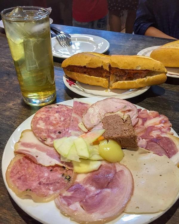 7 địa chỉ bánh mì nổi tiếng cực hút khách nhất định phải ghé khi đến Hà Nội-7