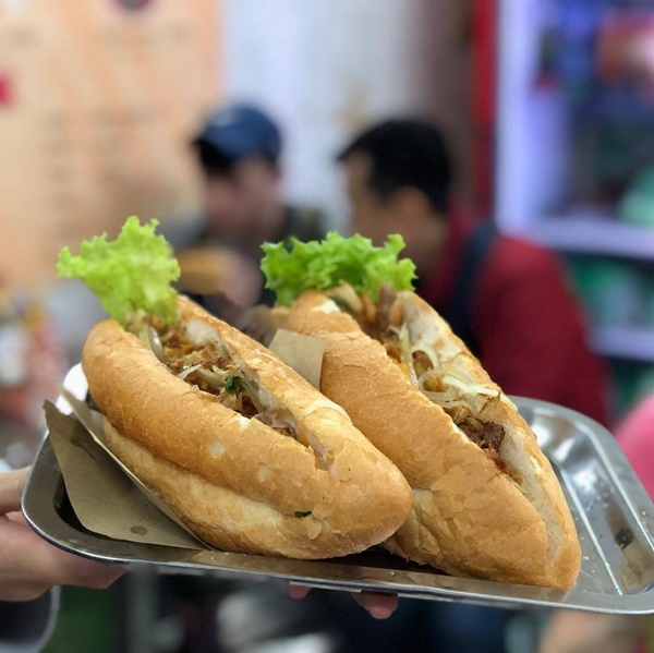 7 địa chỉ bánh mì nổi tiếng cực hút khách nhất định phải ghé khi đến Hà Nội-11
