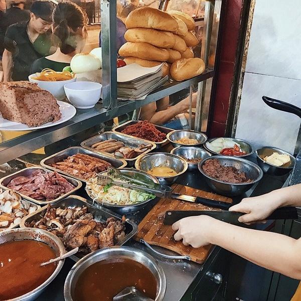 7 địa chỉ bánh mì nổi tiếng cực hút khách nhất định phải ghé khi đến Hà Nội-12