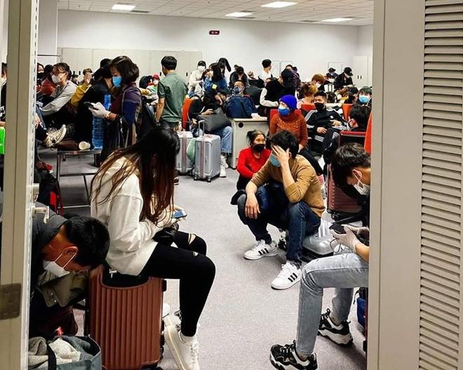 Hàng trăm người về từ Hàn Quốc kẹt nhiều giờ tại Nội Bài-1