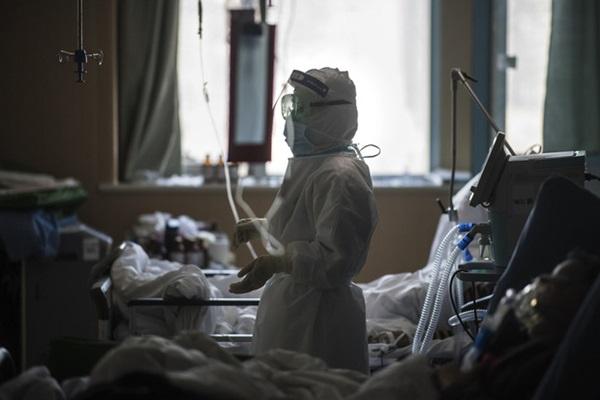 30 ngày trong vùng cách ly của một nữ y tá chiến đấu nơi tâm dịch virus corona: Cạo trọc, đóng bỉm, và những ngày đến kỳ thảm họa-3