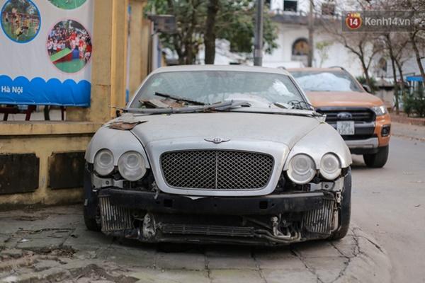 """Siêu xe Bentley 20 tỷ nằm xếp xó"""" trên vỉa hè Hà Nội, hơn 5 năm qua không ai biết chủ nhân ở đâu-2"""