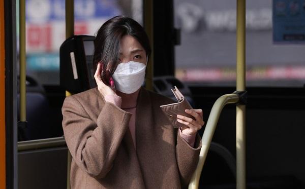 Người Hàn Quốc sau 1 tháng đối chọi dịch virus corona: Quanh quẩn trong nhà, mất khái niệm thời gian, săn tìm mặt nạ phòng độc-1