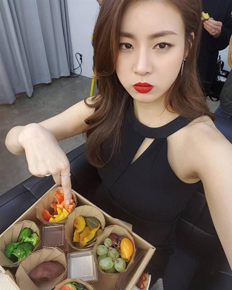 Tình cũ của Huyn Bin: Từ cô nàng mặc váy chật đến bục chỉ trên thảm đỏ và màn lột xác giảm 20kg, trở thành mỹ nhân có đôi chân đẹp nhất xứ Hàn-4