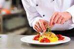 Đầu bếp khách sạn 5 sao nhổ nước bọt vào thức ăn của khách Trung Quốc