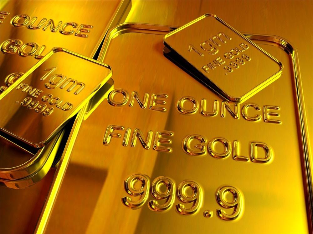 Chị em công sở rủ nhau rút tiết kiệm trước hạn để mua vàng vì giá vàng lên cao, có nên không?-2