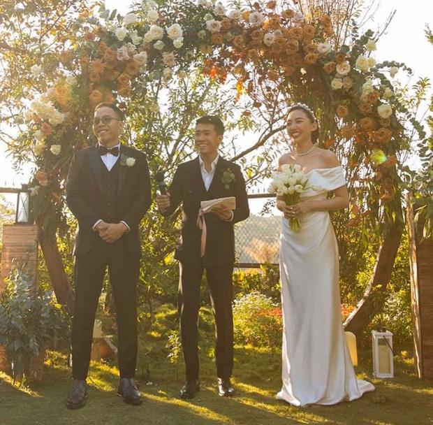 Loạt ảnh cực hiếm trong đám cưới Tóc Tiên - Hoàng Touliver cuối cùng cũng được hé lộ: Mọi khoảnh khắc hạnh phúc nhất đều có đủ!-1
