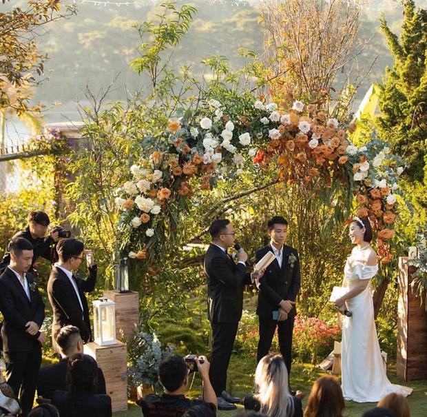 Loạt ảnh cực hiếm trong đám cưới Tóc Tiên - Hoàng Touliver cuối cùng cũng được hé lộ: Mọi khoảnh khắc hạnh phúc nhất đều có đủ!-2