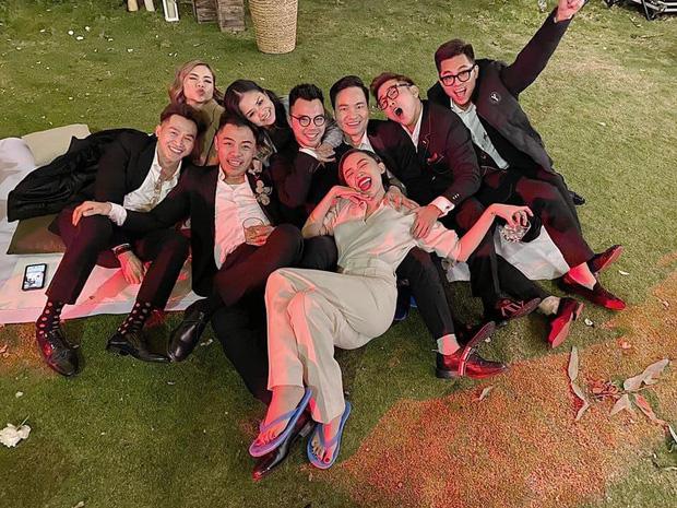 Loạt ảnh cực hiếm trong đám cưới Tóc Tiên - Hoàng Touliver cuối cùng cũng được hé lộ: Mọi khoảnh khắc hạnh phúc nhất đều có đủ!-8