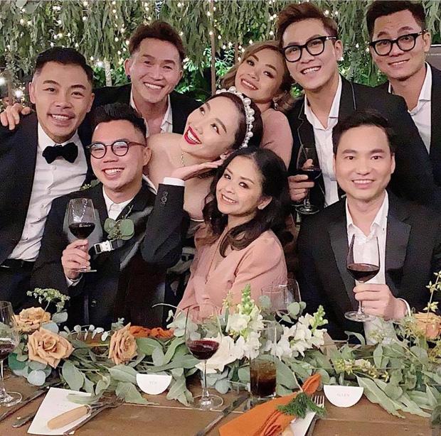 Loạt ảnh cực hiếm trong đám cưới Tóc Tiên - Hoàng Touliver cuối cùng cũng được hé lộ: Mọi khoảnh khắc hạnh phúc nhất đều có đủ!-9