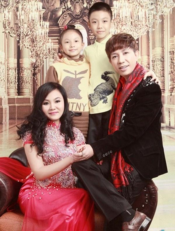 Sau vụ Long Nhật kể bị bắt ở động mại dâm nam, vợ anh uất nghẹn: Con có cha mà trở thành con hoang-4