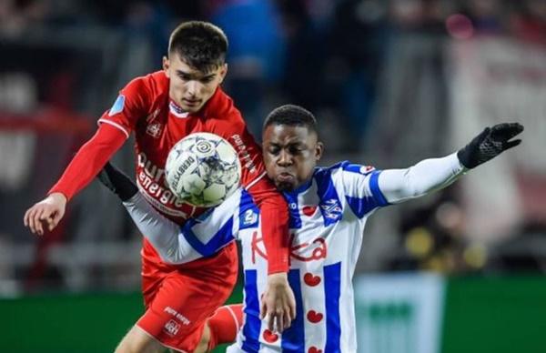 Văn Hậu không được vào sân dù hàng thủ Heerenveen chơi tệ-1