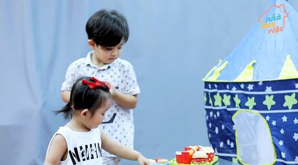 Siêu quậy Kubi nhà Khánh Thi - Phan Hiển bị em gái bắt nạt, cậu bé giận dỗi nói 1 câu khiến ai cũng phải phì cười-4