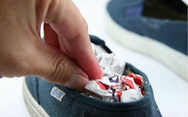 Những mẹo vặt đơn giản, chẳng tốn một đồng giúp khử sạch mùi hôi giày hiệu quả-2
