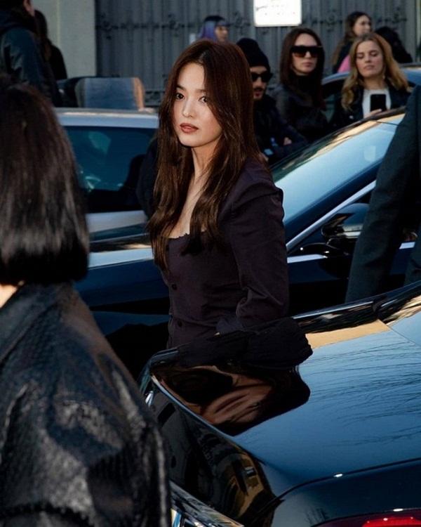 Song Hye Kyo, IU cùng loạt nghệ sĩ Hàn Quốc vừa trở về từ Milan được yêu cầu kiểm tra sức khỏe khẩn cấp trước mối lo Covid-19?-3