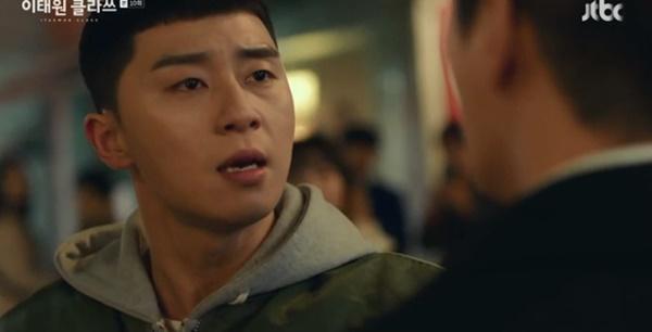 Itaewon Class: Da Mi bị hành hung giữa phố, Park Seo Joon hóa anh hùng hạ gục quý tử nhà Jangga-4
