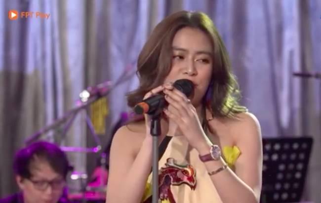 Hoàng Thùy Linh bị chỉ trích vì hát live kém, liên tục hụt hơi chênh phô-1