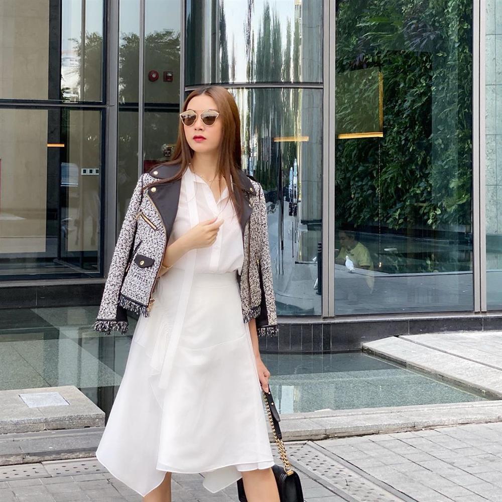 Street style ngập tràn sắc trắng: Ngọc Trinh diện đồng hồ 4 tỉ, nhưng choáng nhất vẫn là sắc vóc của mẹ bỉm sữa Diệp Lâm Anh-13