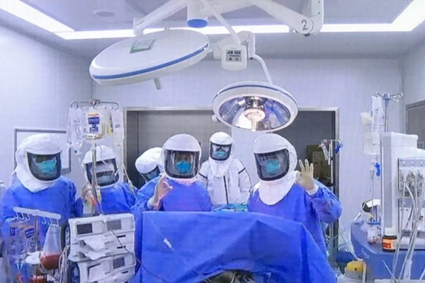 Ca ghép phổi đầu tiên trên thế giới cho bệnh nhân nhiễm Covid-19-1