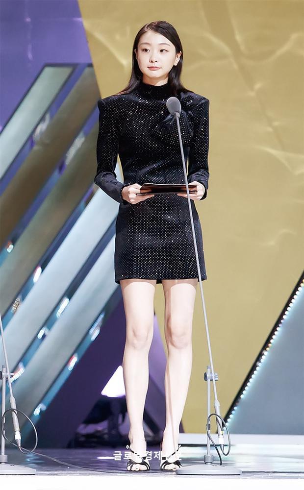 Style trong Itaewon Class đã dìm Kim Da Mi quá đáng, chứ ngoài đời đẹp hoàn mỹ, ảnh không photoshop vẫn xuất sắc thế này cơ mà-9