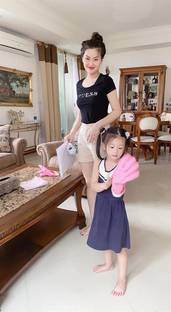 Cách dạy con đáng nể của Á hậu Diễm Trang: Con gái mới 3 tuổi đã thích làm việc nhà, còn nấu ăn cực khéo!-5