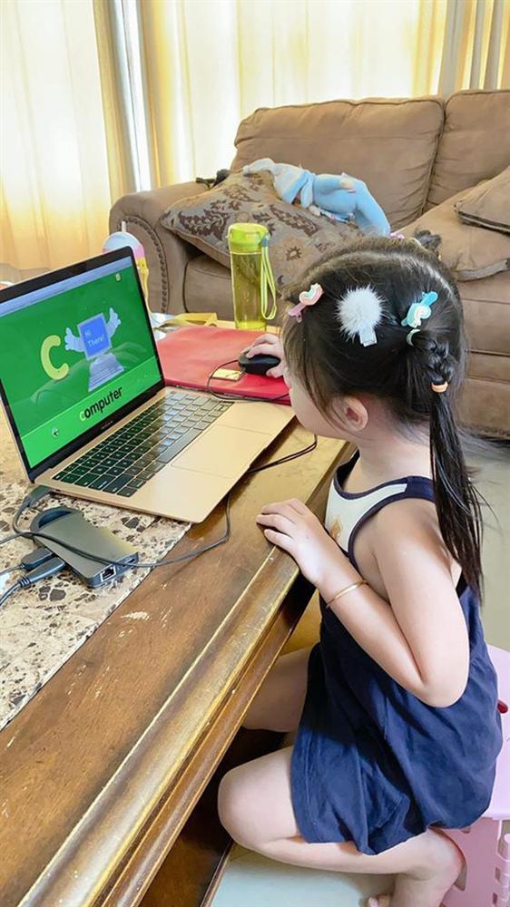 Cách dạy con đáng nể của Á hậu Diễm Trang: Con gái mới 3 tuổi đã thích làm việc nhà, còn nấu ăn cực khéo!-6